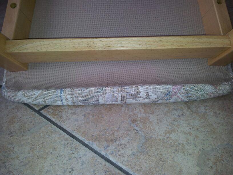 Stuhl, neu bezogen mit Stoff